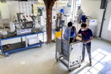 Versuche im Labor- und Technikumsmaßstab